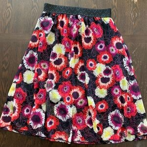 Medium LuLaRoe Lola skirt- Never worn but no tags